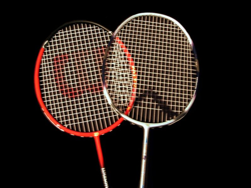 by-norro-798px-Heads_of_badminton_raquets
